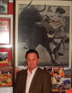 El maestro Pepe Luis Vargas en la antigua sede de la Escuela Taurina de Écija